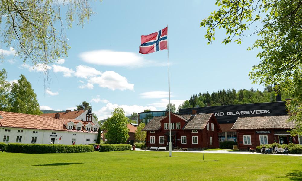 Hadeland Glassverk is beautifully located on Hadeland, an hour's drive from Oslo (Photo: Hadeland Glassverk)