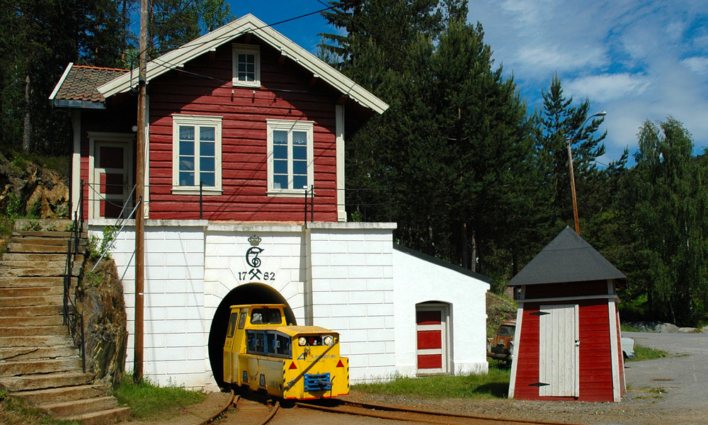 A visit to Kongens Gruve is exciting for both young and old. The silver mines in Kongsberg are only a half hour drive from Hokksund. Photo: Kjell Bjørnstad