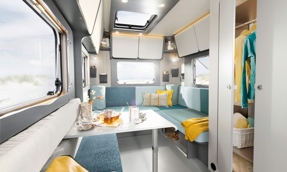 Bright and cozy lounge that also serves as a bedroom, as we know it from early generations of caravans