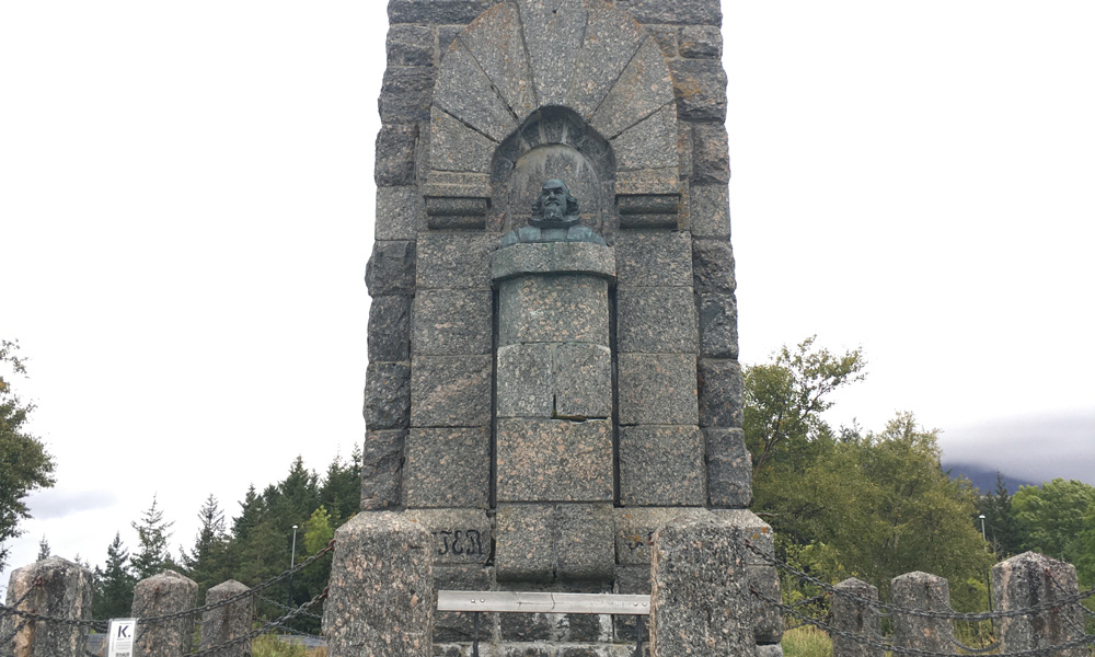 An eleven meter high granite monument was erected on Alberthaugen in 1908 - as a 200-year memory of the death of the priest and poet Petter Dass.