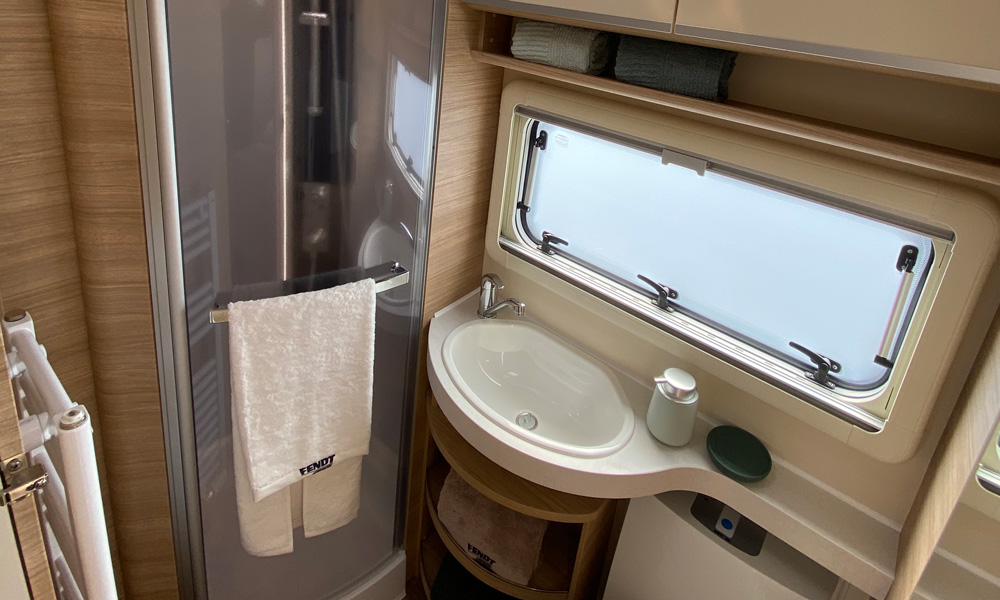 Bathroom with separate toilet and shower room at the back of the carriage