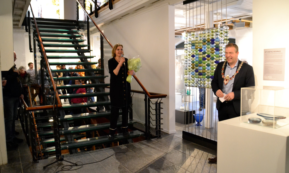 Mayor Morten Lafton and curator Elin Hammer open this year's exhibition