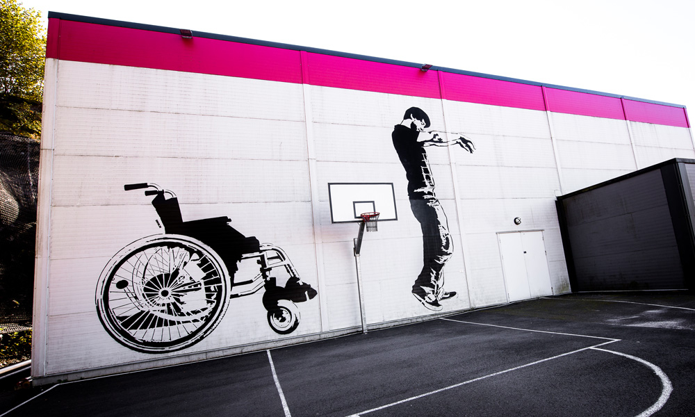 Street art that invites everyone who wants to challenge physics and skills.