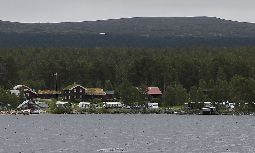 A few hundred meters from the quay in Elgå is Båtstø Camping.