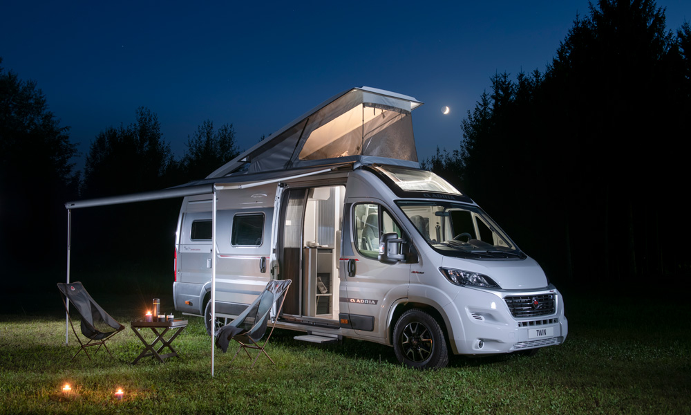 The city caravan Twin Sports Edition has been given a completely new raised roof, which provides space for two extra beds