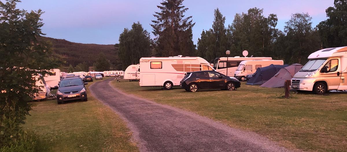 Flott kveldssol over Hunderfossen camping.