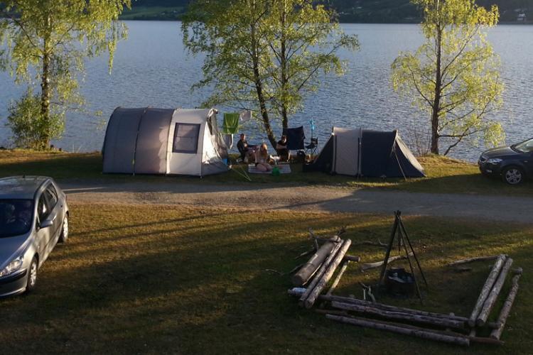 Lillehammer Camping liegt idyllisch - direkt am Ufer des größten Sees Norwegens, des Mjøsa-Sees.