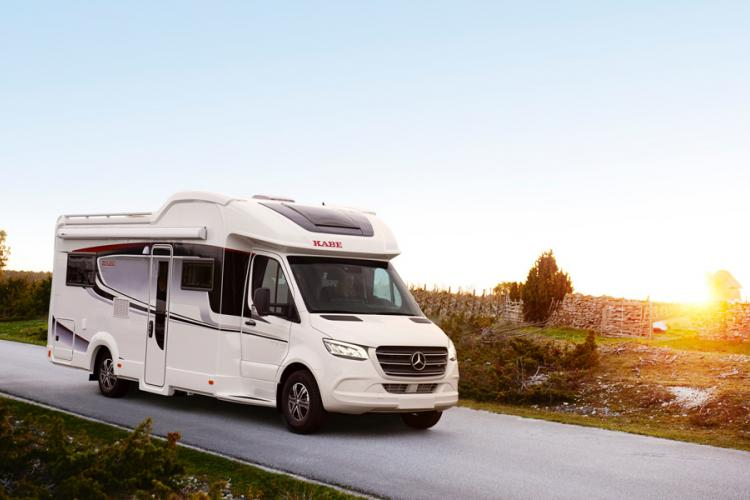 The Royal motorhome series is based on the Mercedes Sprinter and is powered by a powerful 170 hp engine and is equipped with a 9-speed automatic transmission. The active safety level is the same as in a car.