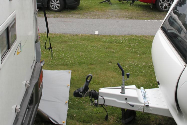 Hier is de afstand te kort ongeacht nieuwe of oude regels. Nieuwe regelgeving zorgt voor gelijke voorwaarden en eisen voor afstanden, kampeereenheden en locatie, ongeacht waar in het land de camping zich bevindt. Illustratiefoto: Bjarne Eikefjord
