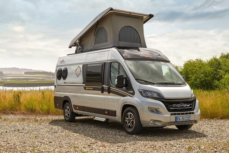De op bestelwagen gebaseerde Malibu 640LE in de Charming-serie kan worden geleverd met een slim vouwdak.